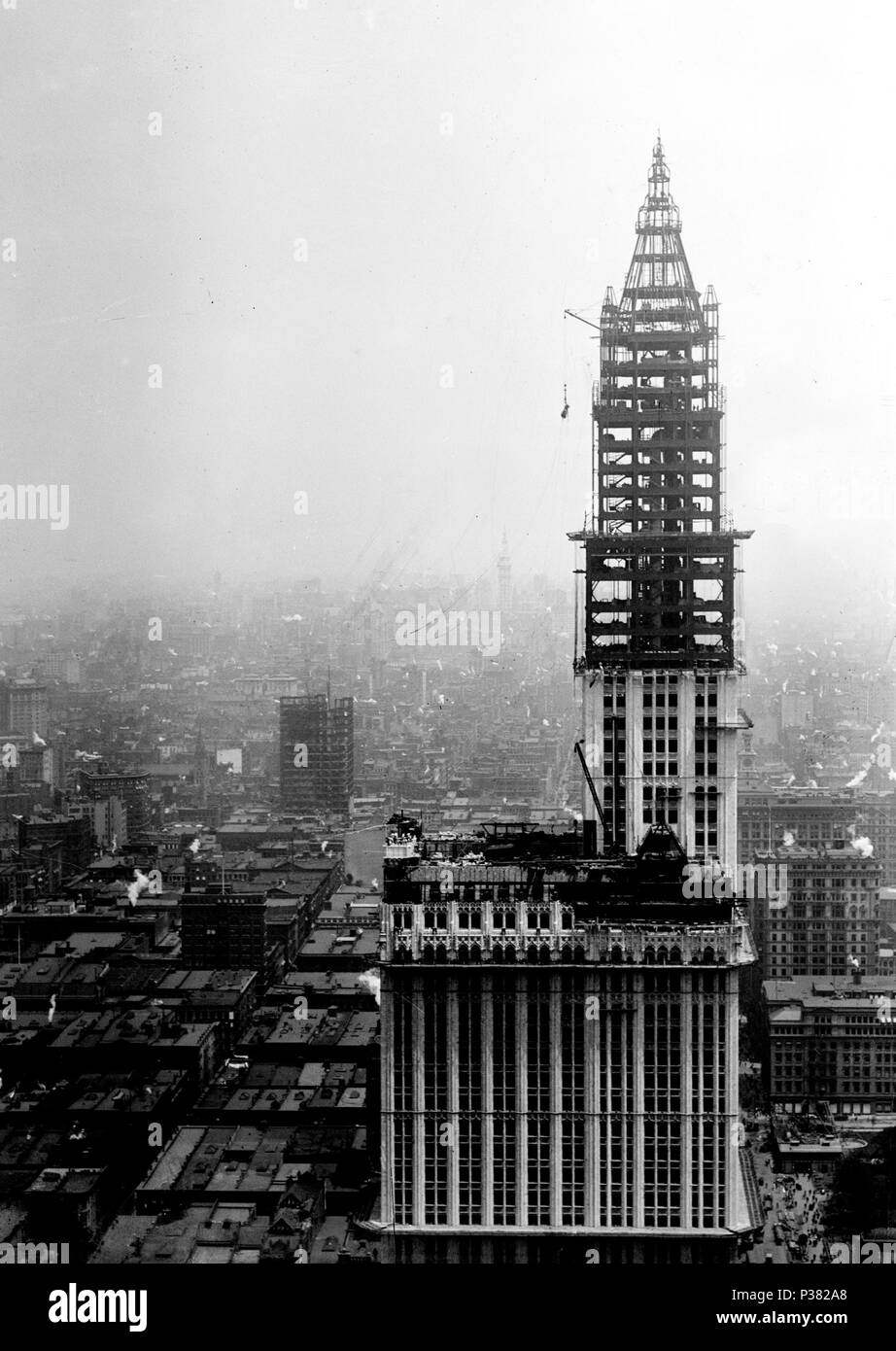 English The Woolworth Building In New York City Under Construction