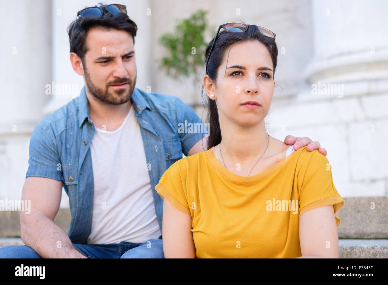 Man apologizing to his girlfriend after arguing.Relationships difficulties - Stock Image