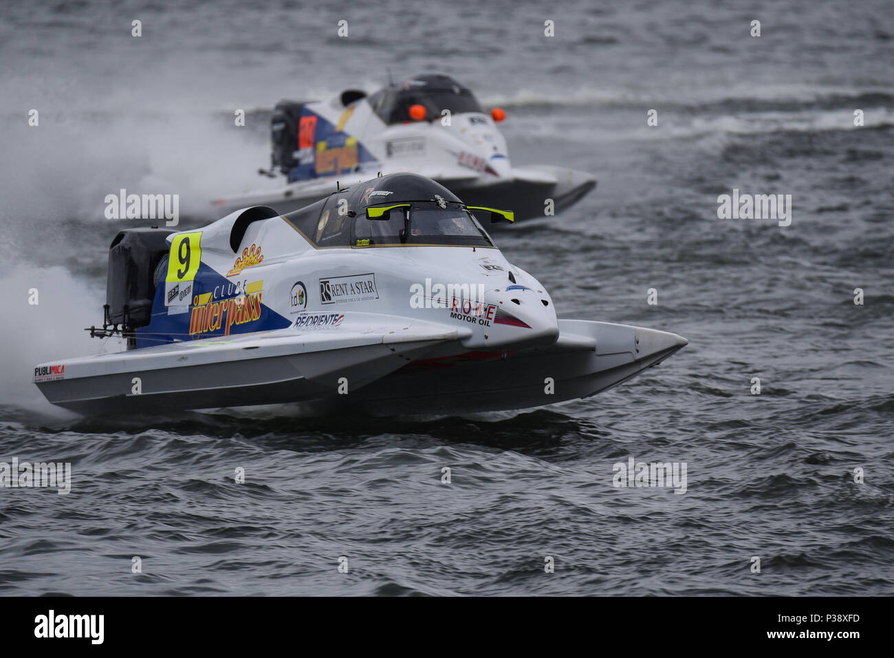 Grant Trask driving for F1 Atlantic Team racing in the F1H2O Formula