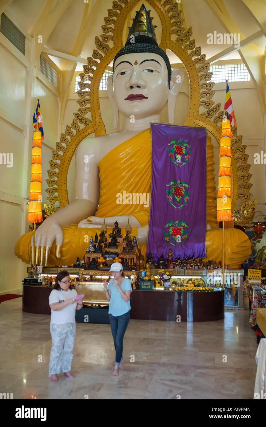 Singapore, Republic of Singapore, visitors to the Sakya Muni Buddha Gaya Temple - Stock Image