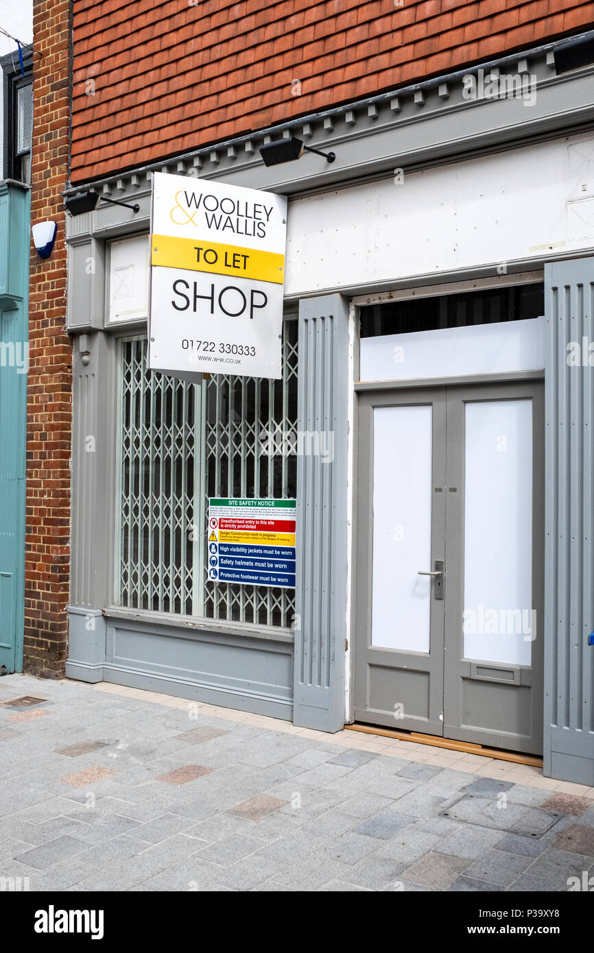 Vacant shop to let in Salisbury Wiltshire UK - Stock Image
