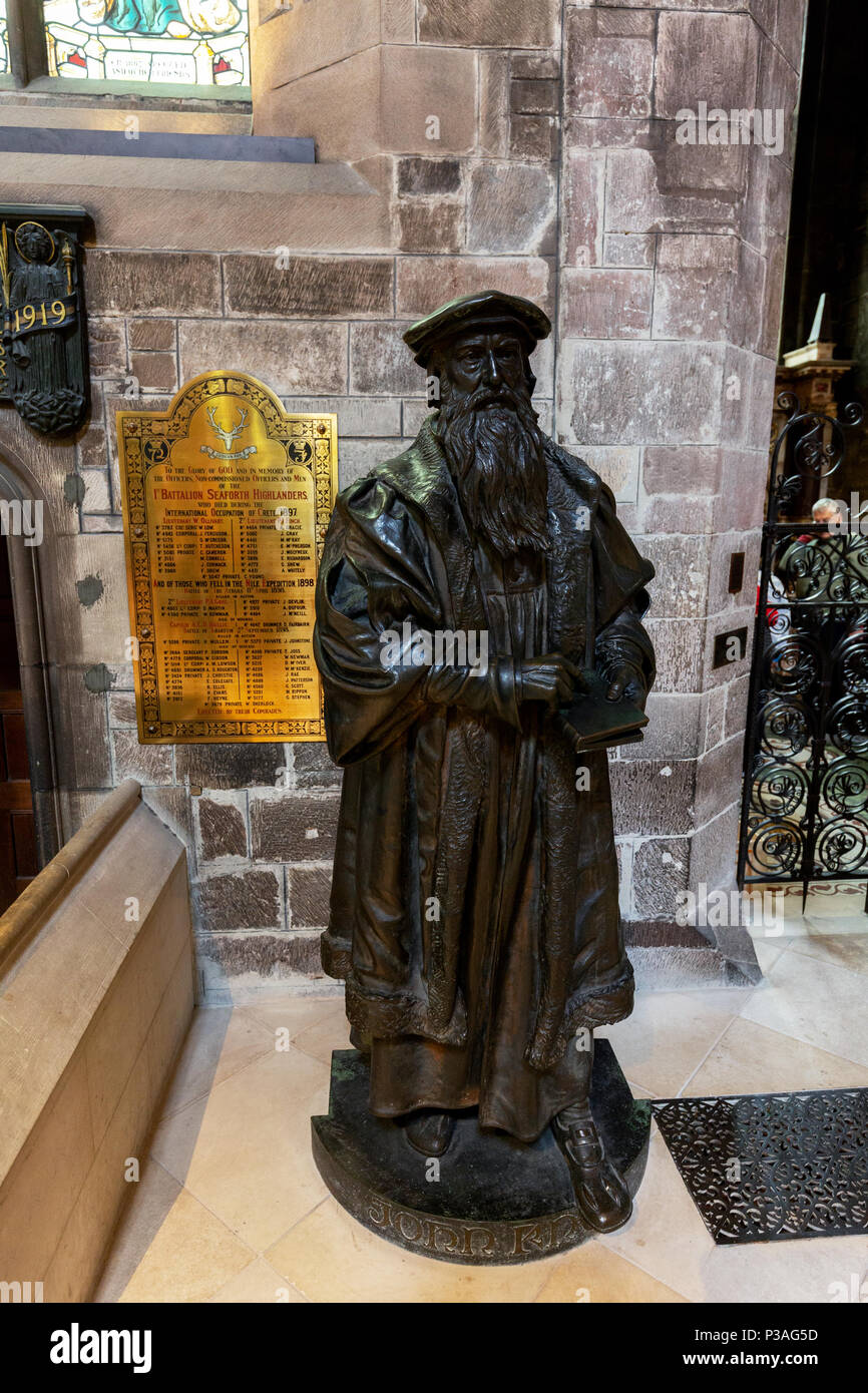 Statue of John Knox, Scottish minister and leader of Scotlands Reformation, in St Giles Cathedral, Edinburgh Scotland - Stock Image