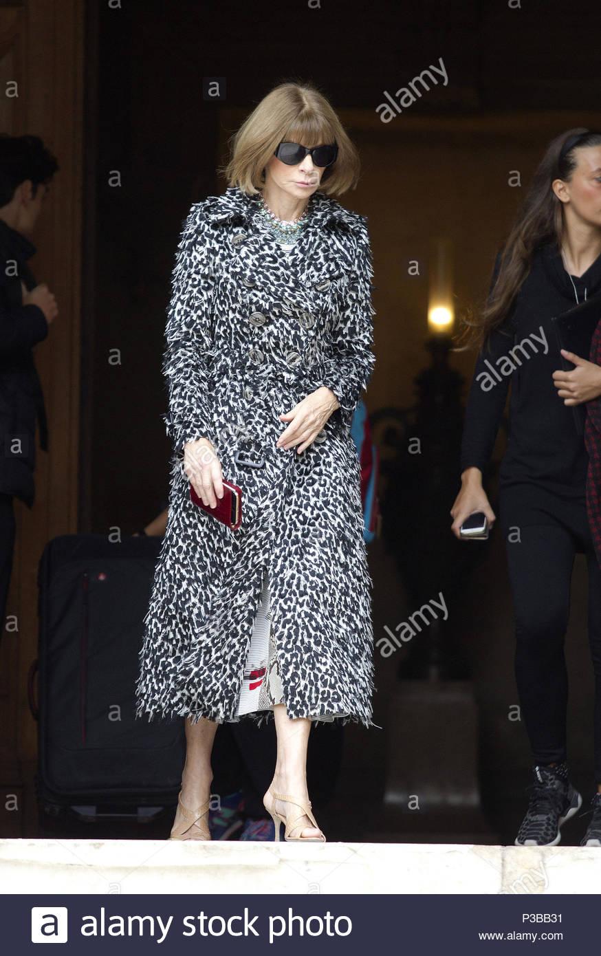 45296fefbb77 anna Wintour. Paris fashion week - ready to wear- Stella McCartney Paris  France october 5, 2015