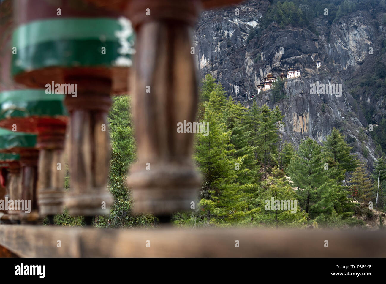 The majestic Tiger's Nest monastery hanging on the cliff side of Taktsang Paro - Stock Image