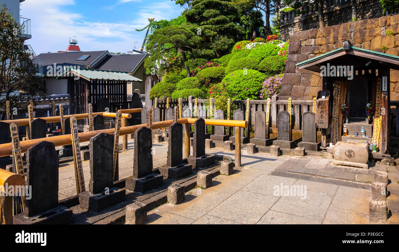 TOKYO, JAPAN - APRIL 20 2018: The grave of 47 ronin, the 47 loyal masterless samurai, one of the most popular Japanese historical epic legends at Seng - Stock Image
