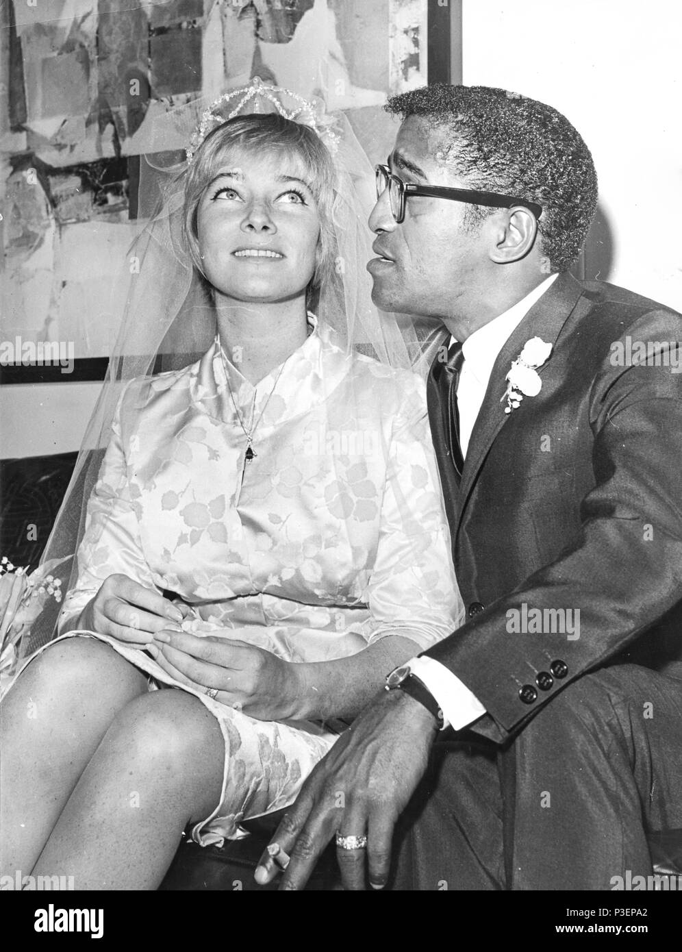 may britt, sammy davis jr, wedding 1960 Stock Photo: 208693242 - Alamy