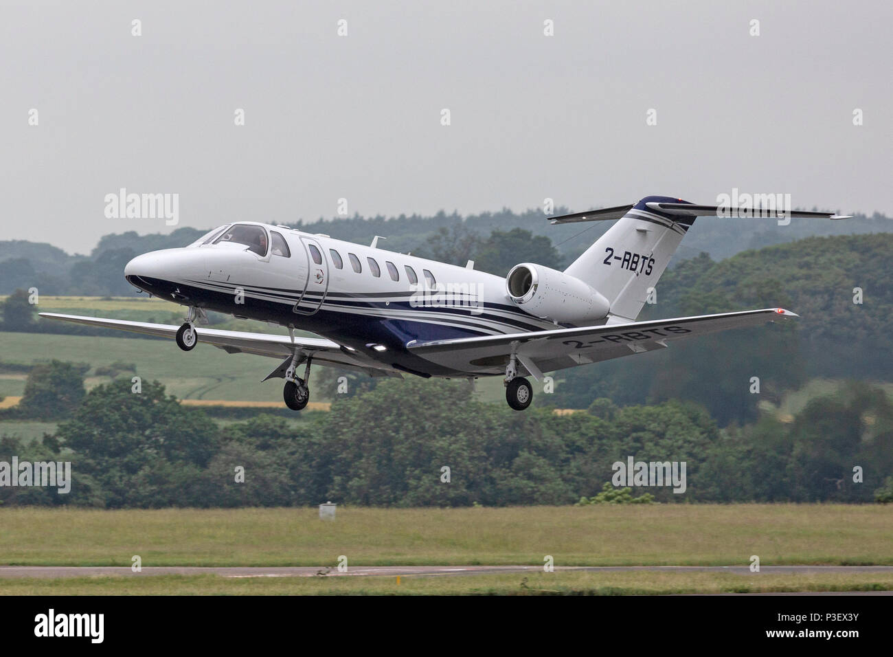 A Cessna 525B Citation Jet CJ3, registered in Guernsey as 2-RBTS, taking off from London Luton airport. A corporate business jet aircraft. - Stock Image