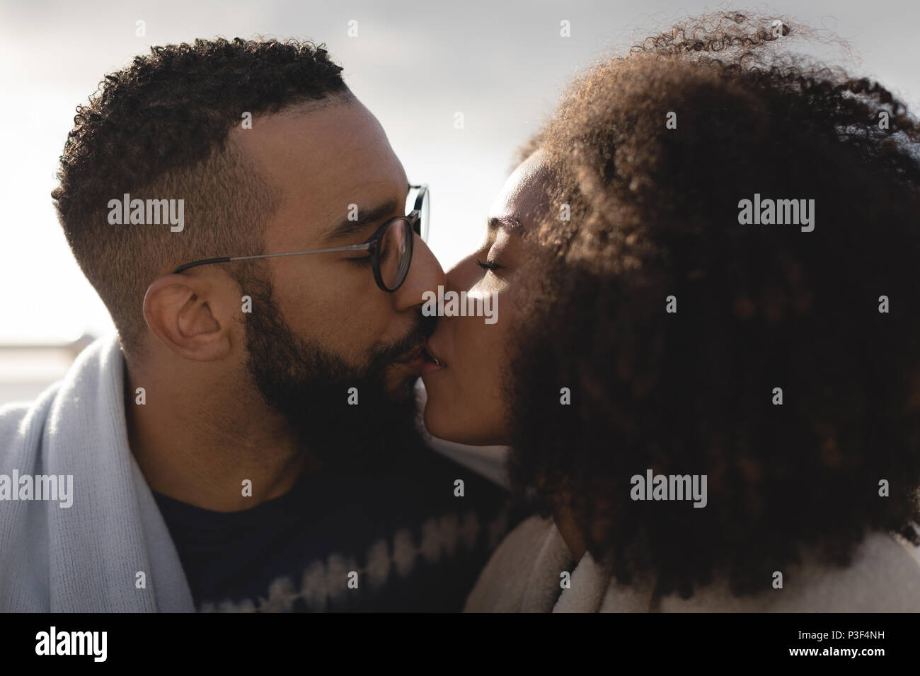 Romantic couple kissing each other - Stock Image