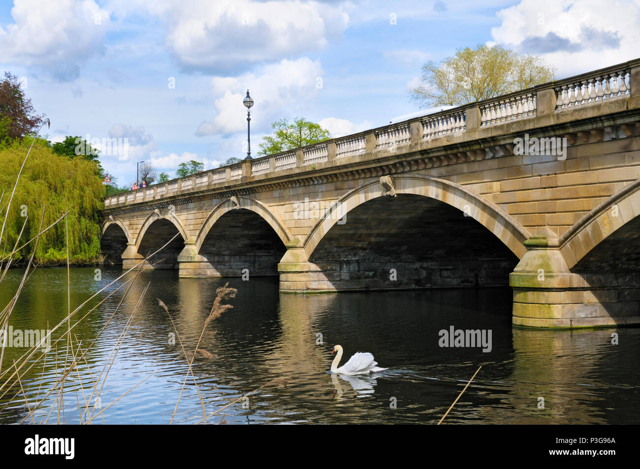 The Serpentine Bridge in Hyde Park, London, England, UK - Stock Image