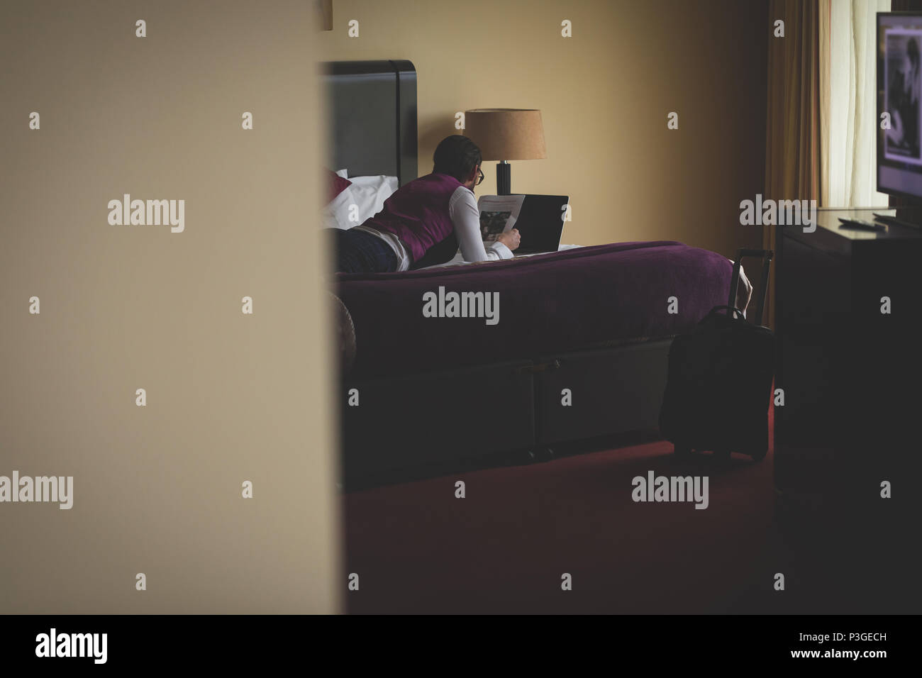 Businessman reading newspaper - Stock Image