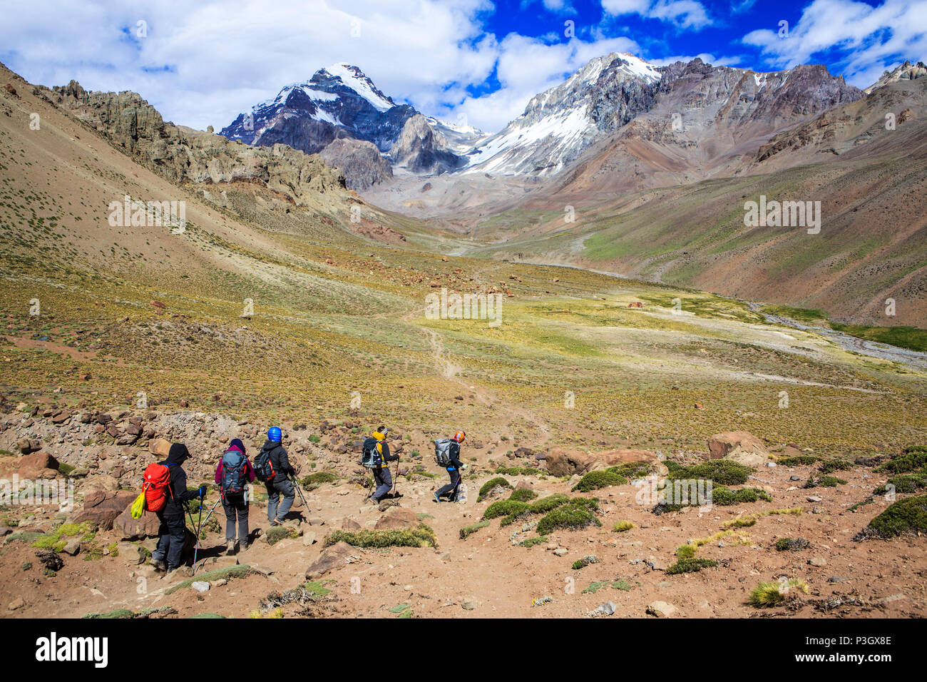 Mountaineers approaching Aconcagua Base Camp, Plaza de Argentina, Mendoza, Argentina - Stock Image