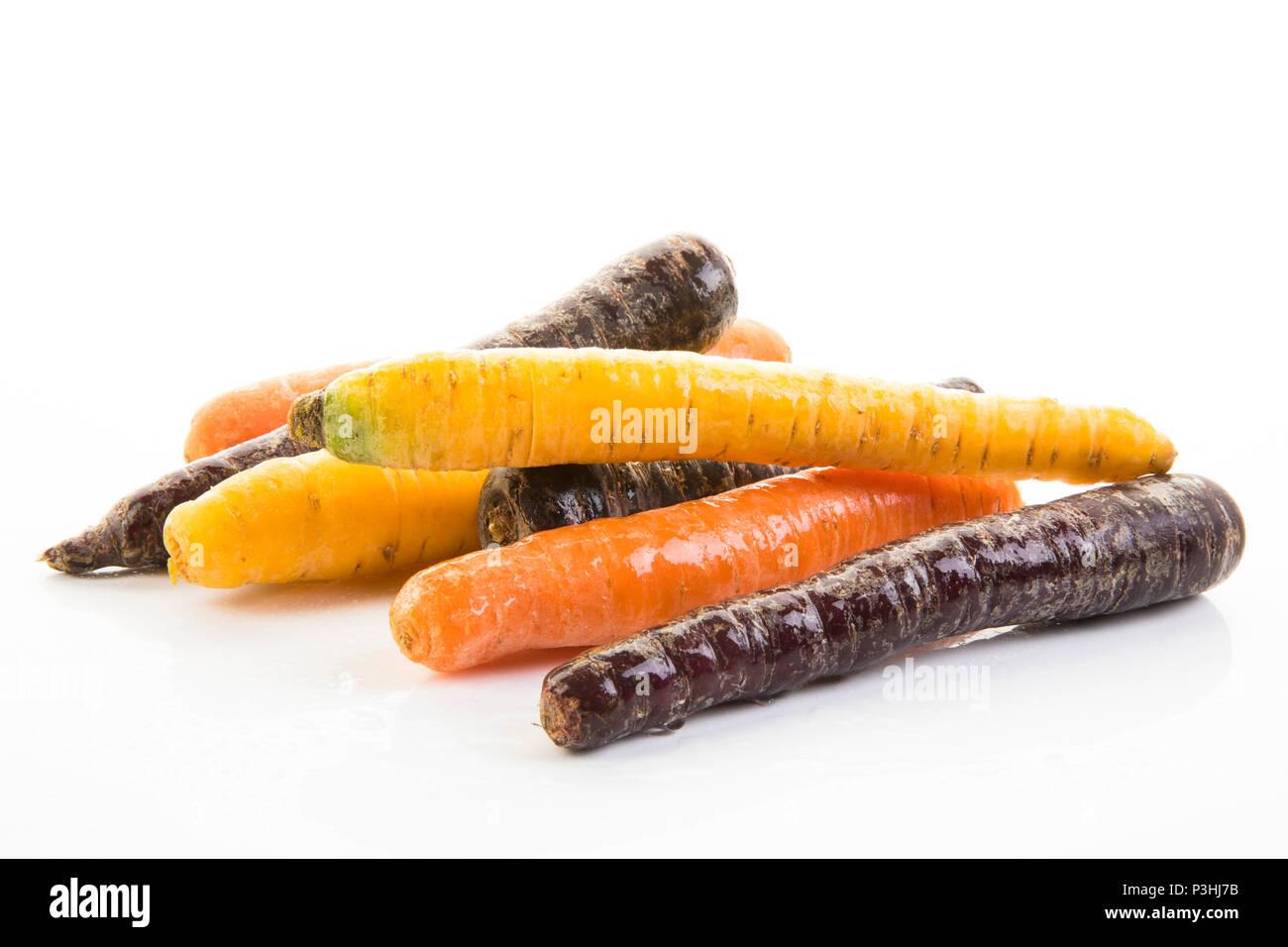 Karotten-Mix, orange, creme und violett farbene Karotten - Stock Image