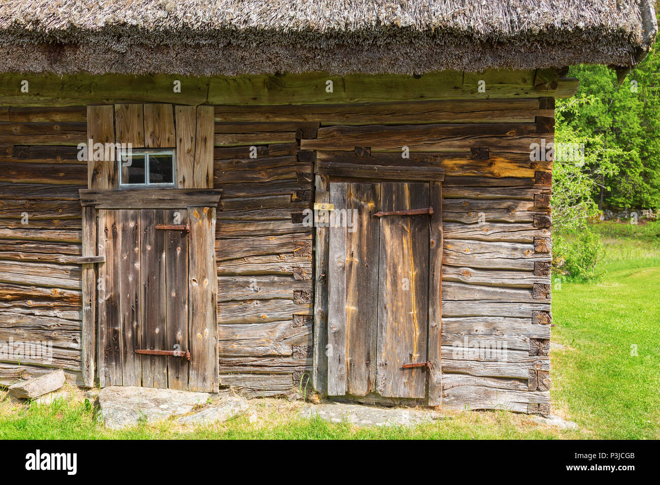 Old timber barn in the countryside - Stock Image