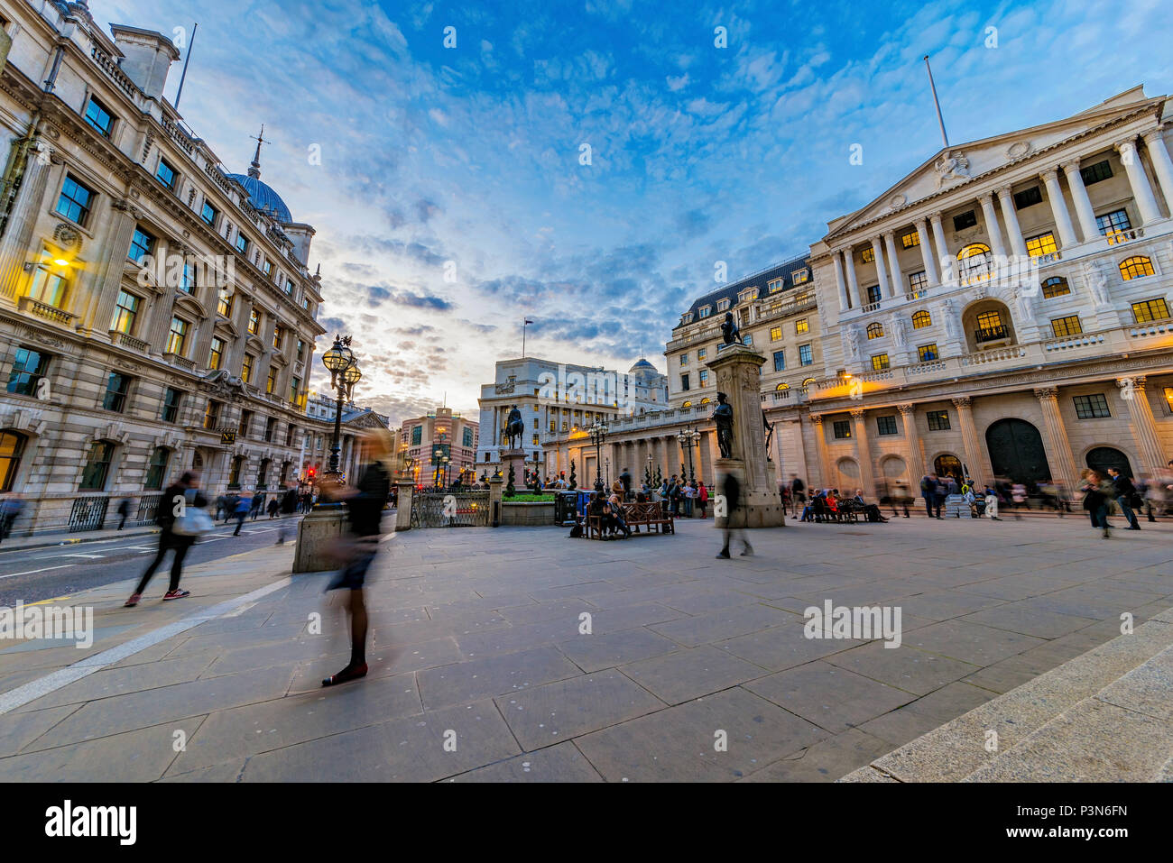 LONDON, UNITED KINGDOM - OCTOBER 26: Evening view outside the Royal Exchange of the bank of England and financial district area on October 26, 2017 in - Stock Image
