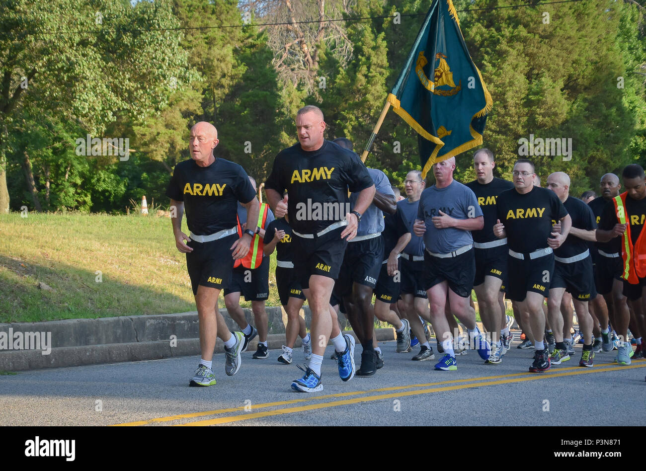 """Lieutenant General Charles D. Luckey, Chief of Army Reserve and U.S. Army Reserve Commanding General, and Brig. Gen. Robert D. Harter, director of Office of the Chief, Army Reserve, led Soldiers assigned to the Office of the Chief, Army Reserve, on a morning run at Fort Belvoir, Virginia, July 8, 2016.  As the Chief of Army Reserve and Commanding General, Luckey leads a community-based force of more than 200,000 Soldiers and Civilians with a """"footprint"""" that includes 50 states, five territories, and more than 30 countries.  (U.S. Army photo by Master Sgt. Marisol Walker) - Stock Image"""