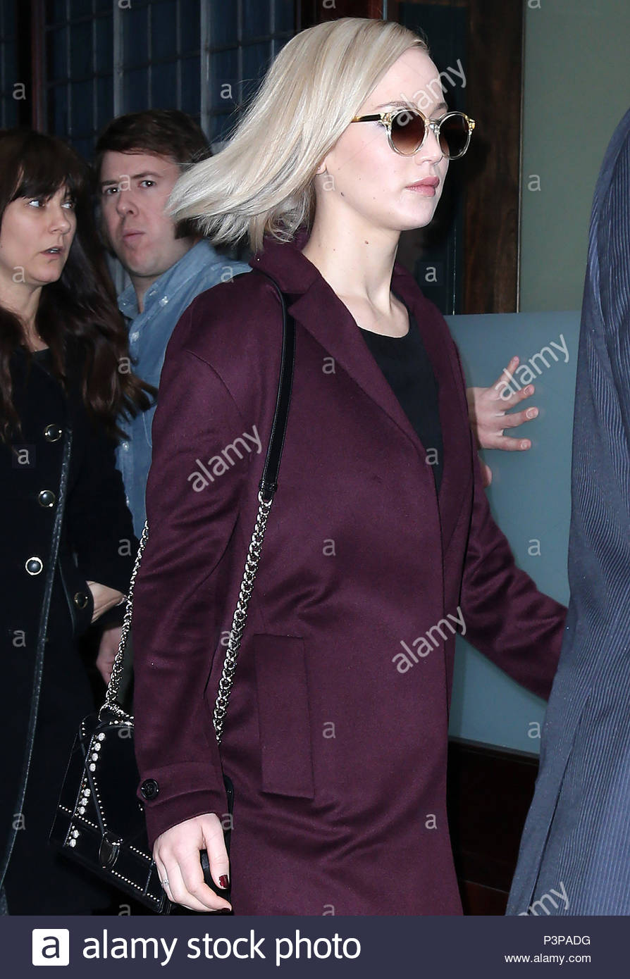 Jennifer lawrence leaving her hotel in nyc new foto
