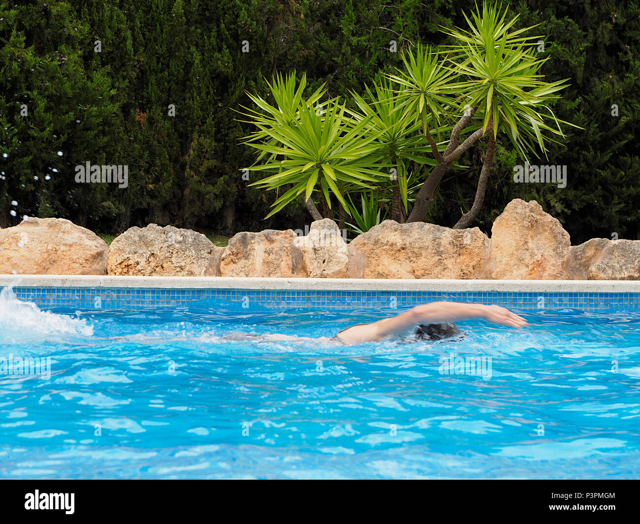 Woman swimming in pool - Stock Image