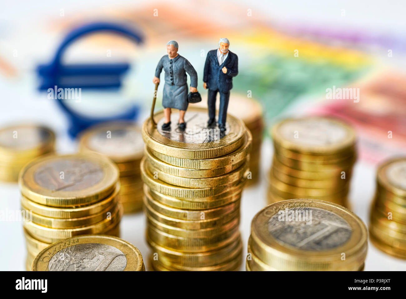 Senior couple on coins, Symbol photo Pension, Seniorenpaar auf Geldmünzen, Symbolfoto Rente Stock Photo