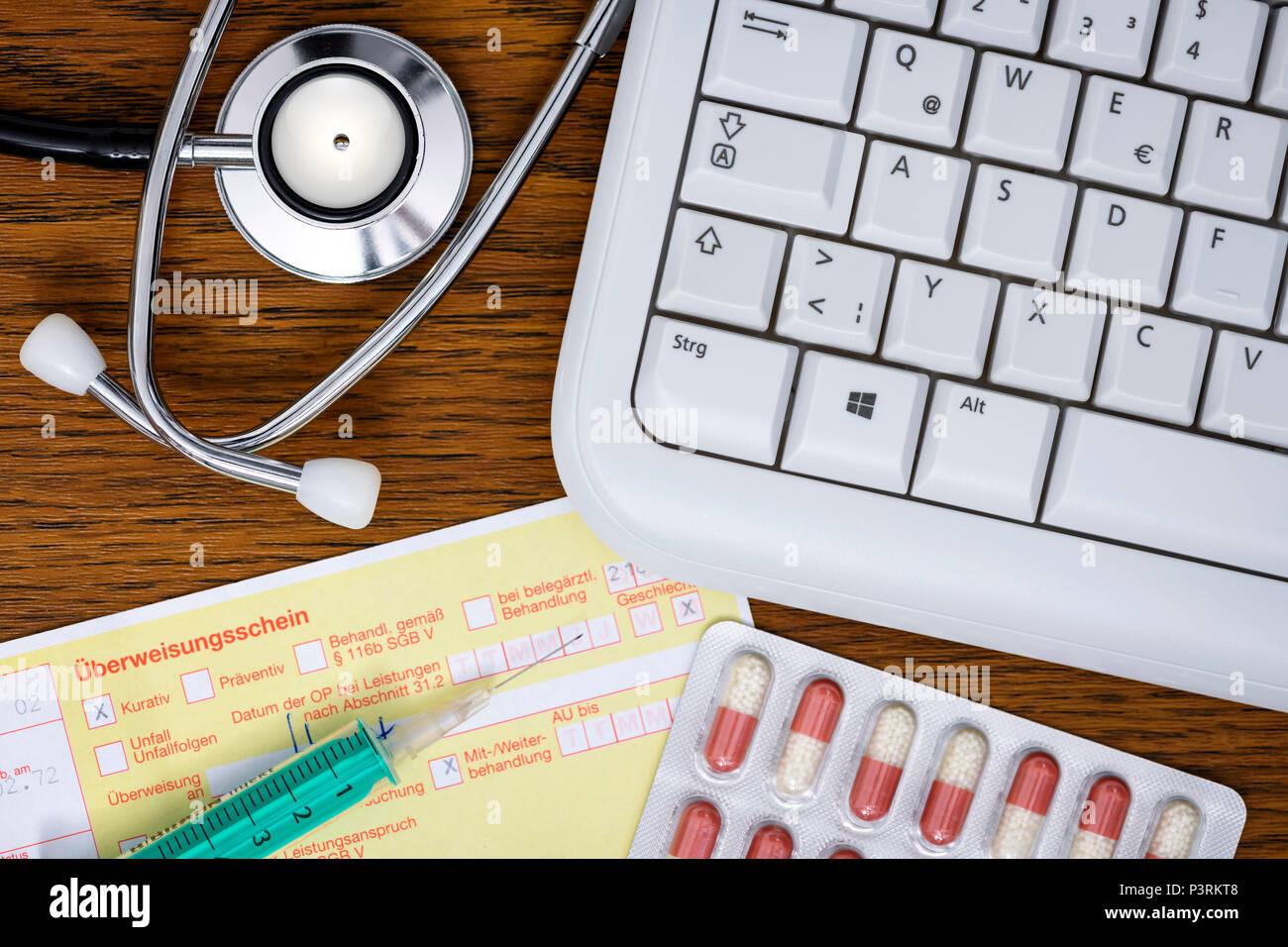 Stethoscope, computer keyboard, referral and tablets, telemedicine and remote treatment Photo icon, Stethoskop, Computertastatur, Überweisungsschein u - Stock Image