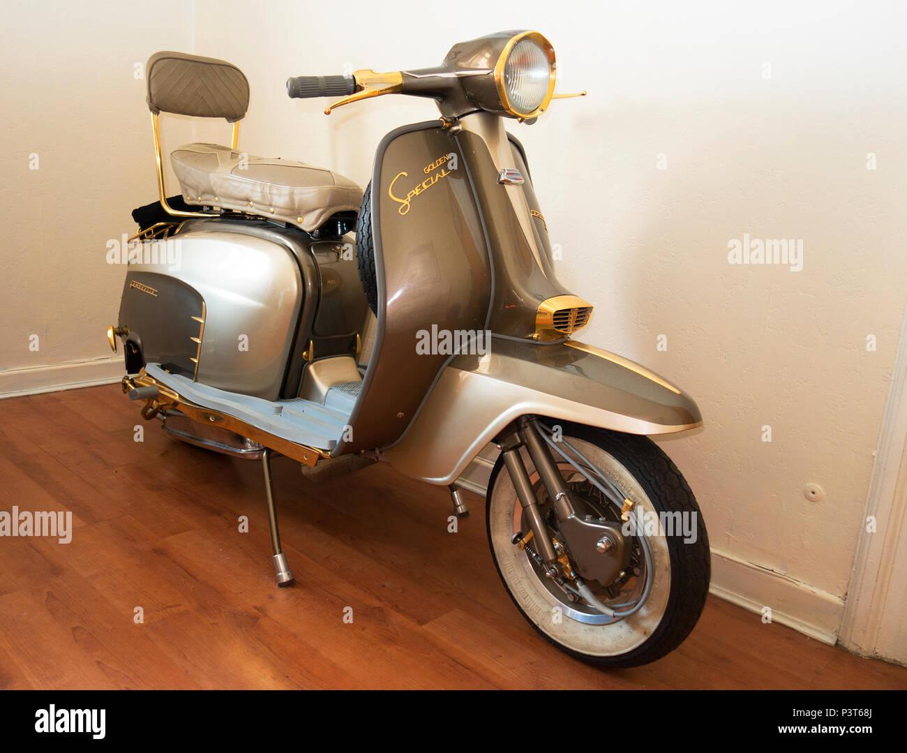 1963 lambretta LI golden special scooter - Stock Image