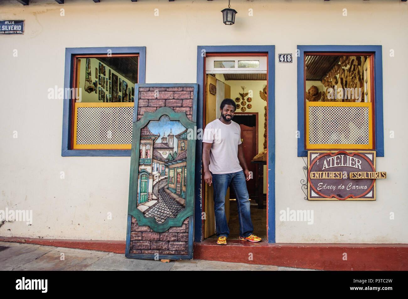 MARIANA, MG - 24.09.2015: ARTISTA EDNEY DO CARMO - Escultor e Artista Edney do Carmo em seu atelier na cidade de Mariana - MG. (Foto: Mourão Panda / Fotoarena) - Stock Image