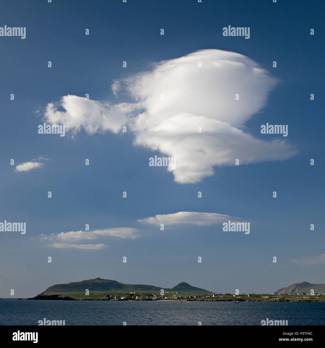 Lenticular cloud over mountains on the west coast of Ireland at Dingle - Stock Image