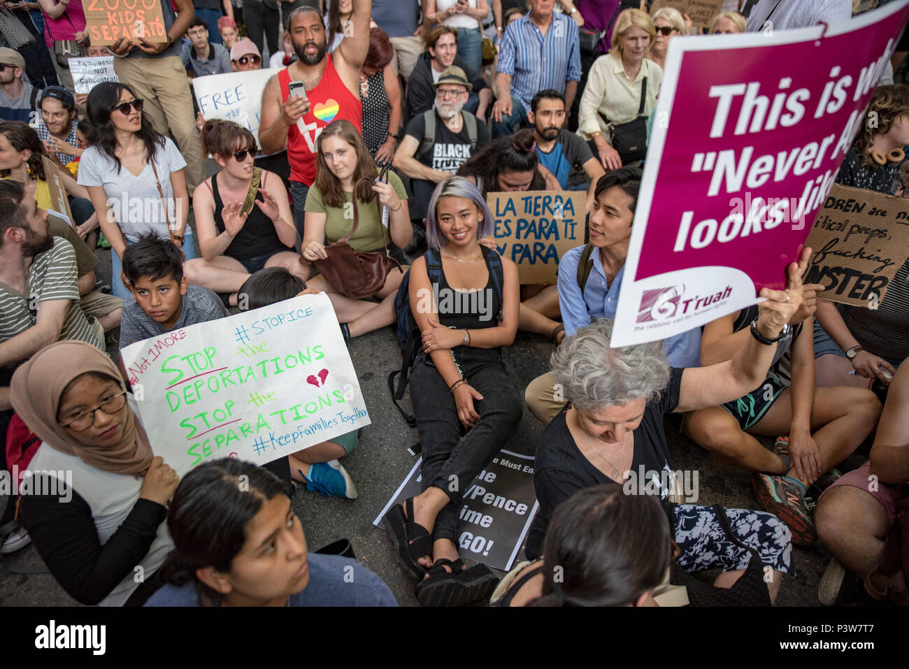 Philadelphia, Pennsylvania, USA. June 19 2018. Hundreds protested the arrival of Vice President Mike Pence at Rittenhouse Square demanding an end to forced separation of families at the southern border. Credit: Chris Baker Evens. Credit: Christopher Evens/Alamy Live News - Stock Image