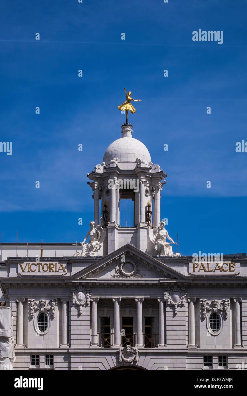 Victoria Palace Theatre, Victoria, London, England, U.K. - Stock Image