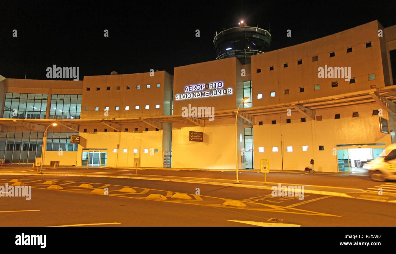 Vista noturna do Aeroporto Silvio Name Júnior, em Maringá, na Região Centro-Oeste do Paraná. A sua construção teve início em Outubro de 1994 e foi concluída em Julho de 2000. Em maio de 2012, o aeroporto foi elevado para categoria sete e tornou-se um dos quatro do Sul do Brasil aptos a receber cargas internacionais com regularidade. - Stock Image