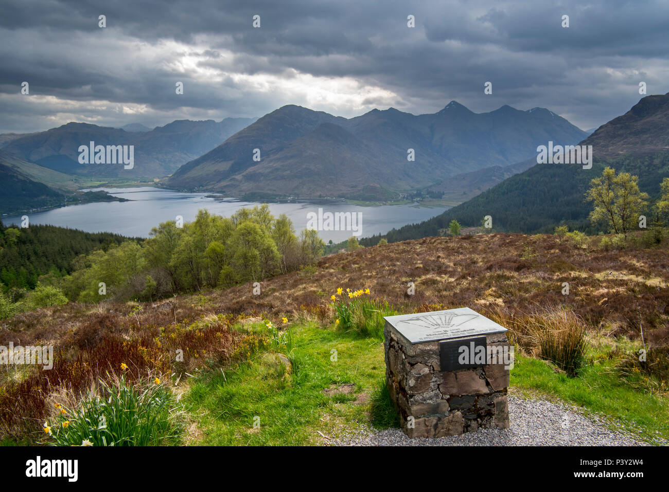 Orientation table at the Bealach Ratagain / Ratagan viewpoint with names of the mountain summits of the Five Sisters of Kintail, Highland, Scotland - Stock Image