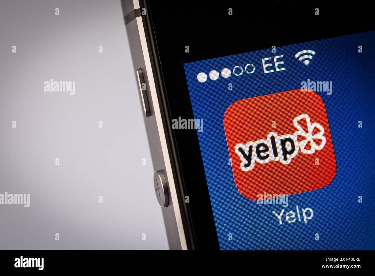 Yelp App on an iPhone smartphone Stock Photo: 208994671 - Alamy