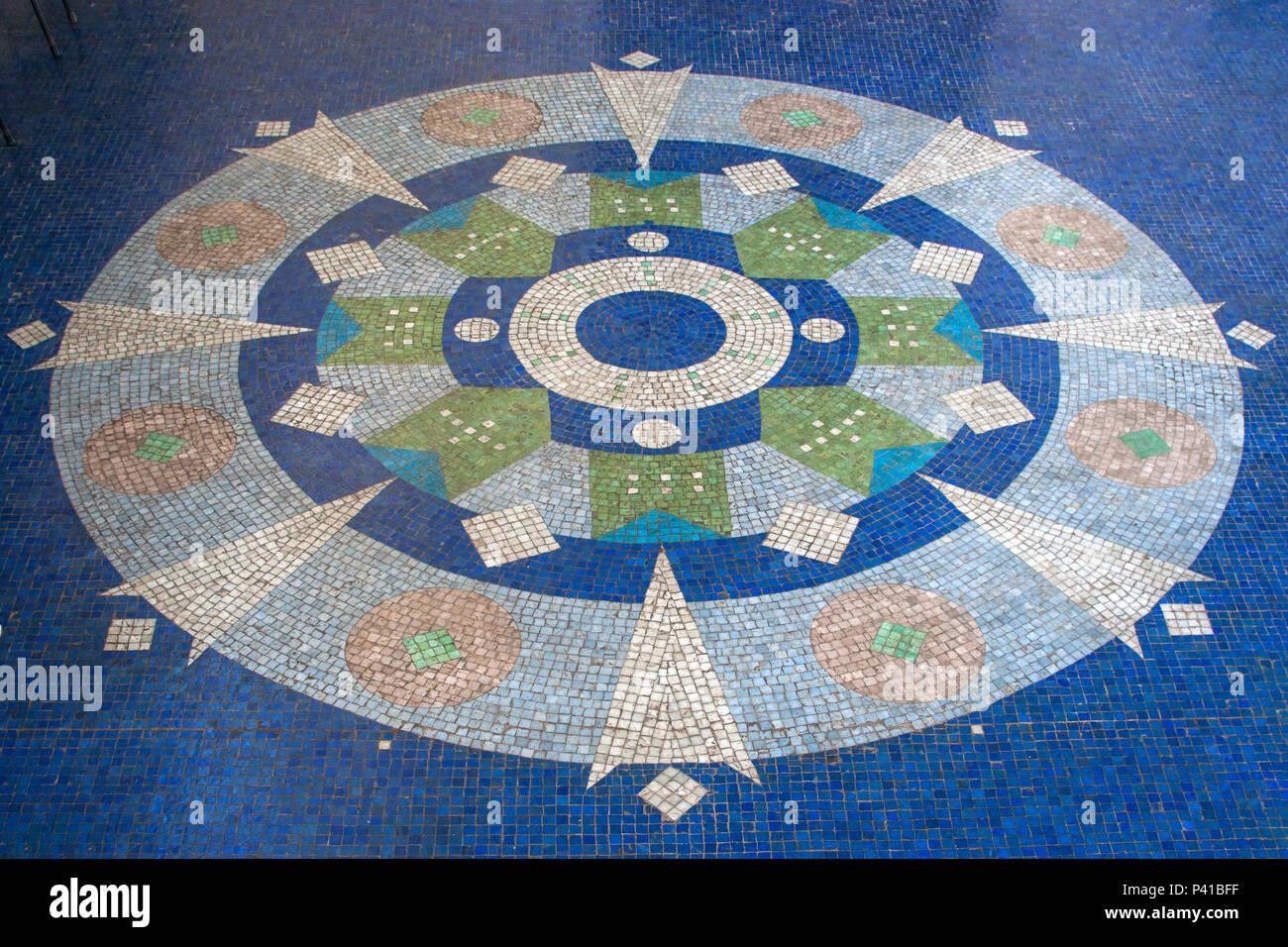 Mosaico de Livio Abramo; Mosaico no piso do Balneário de Águas de Lindoia; mosaicos com pedras portuguesas; mosaico de pastilha vítrea; Águas de Lindoia; Livio Abramo, data 2008-11-21 Stock Photo