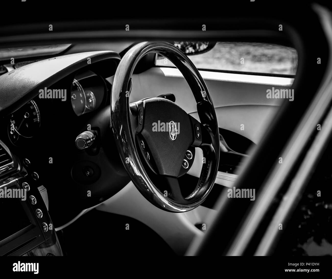 2014 Maserati Quattroporte Interior: Car Steering Wheel Uk Stock Photos & Car Steering Wheel Uk
