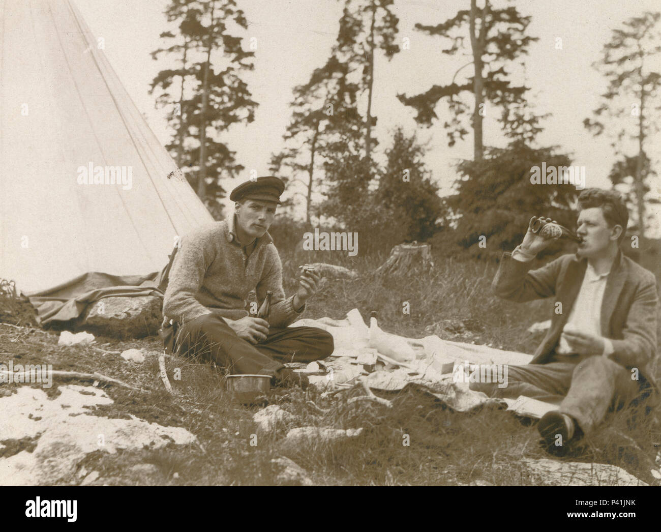 Antique c1910 photograph, two men on a picnic outdoors. SOURCE: ORIGINAL PHOTOGRAPH - Stock Image