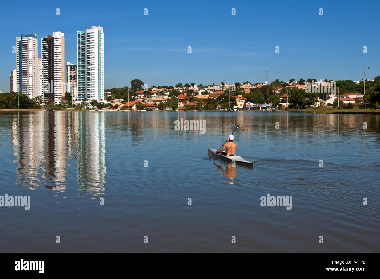 Campo Grande - MS Parque das Nações Indígenas Parque urbano de Campo Grande Caiaque esporte aquático no lago Campo Grande Centro Oeste Mato Grosso do Sul Brasil - Stock Image