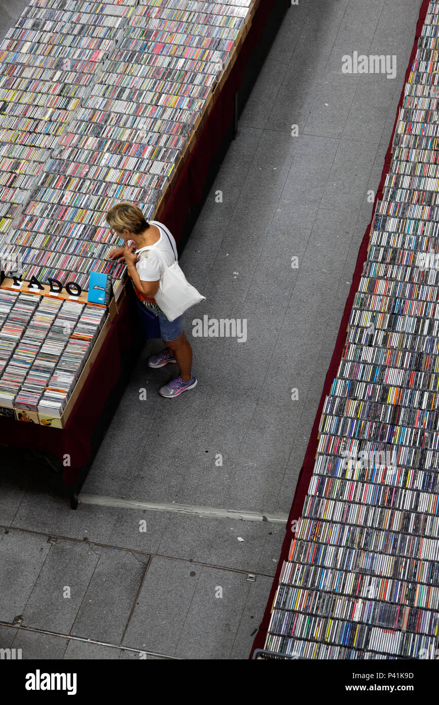 Cds For Sale Stock Photos & Cds For Sale Stock Images - Alamy