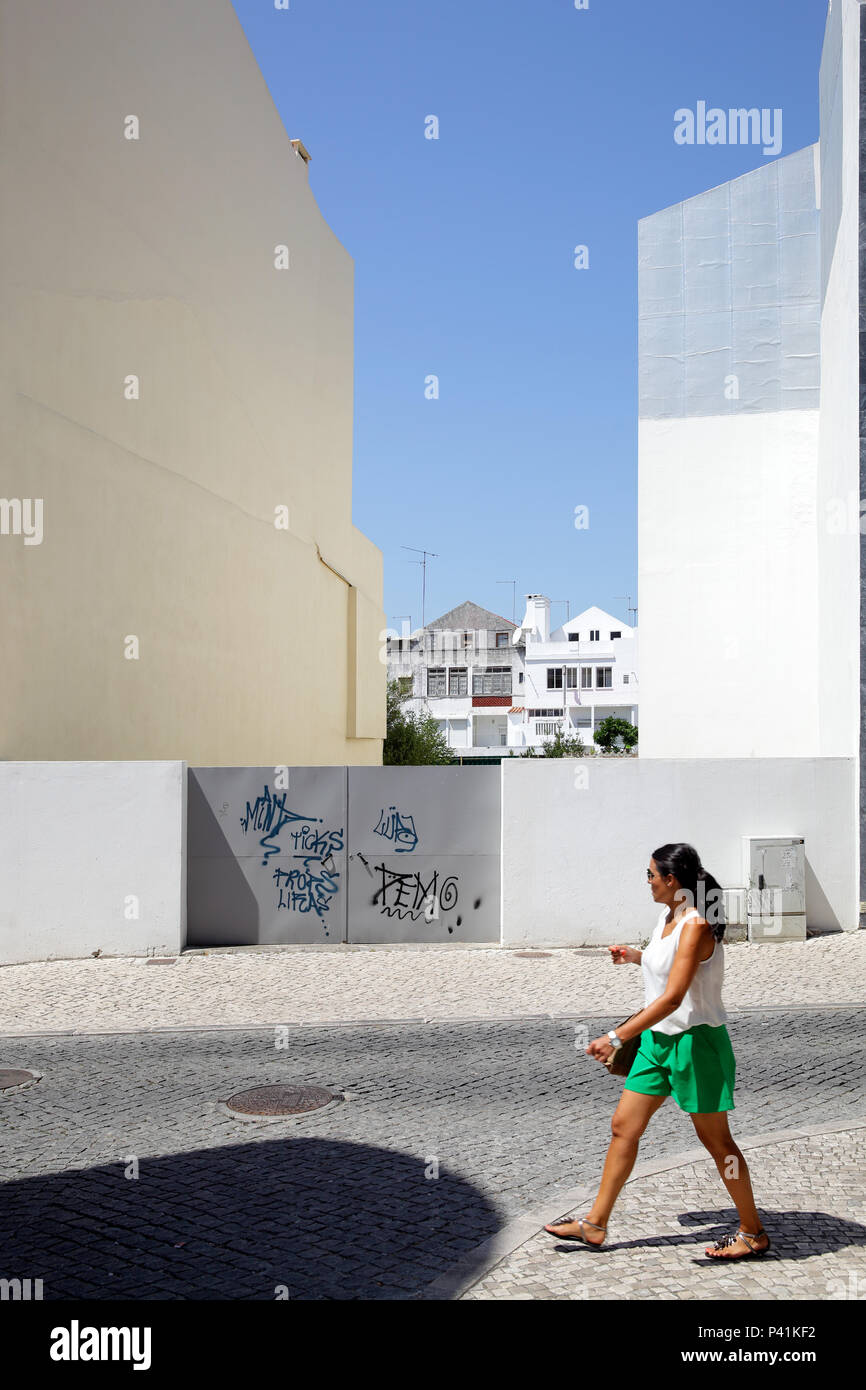 Caldas da Rainha, Portugal, passerby and residential building in Caldas da Rainha - Stock Image