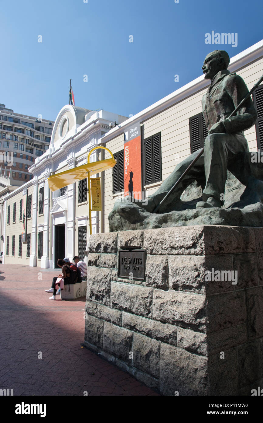 Statue of Jan Smuts outside the Slave Lodge in Cape Town, South Africa. - Stock Image