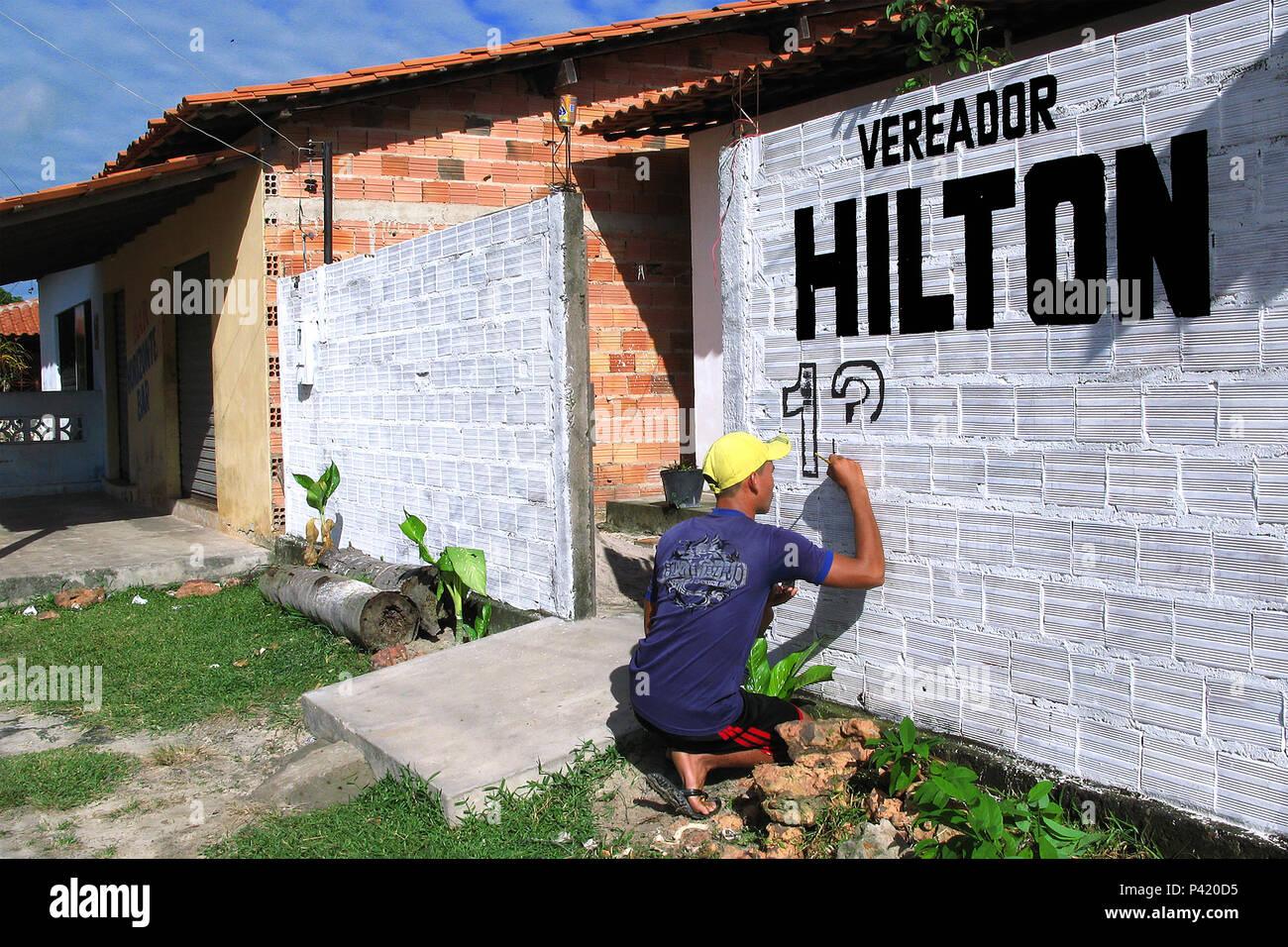 Pintor de Propaganda Política no Maranhão Pintor de Propaganda Política Pintando a parede com Propaganda Política Pintor de Paredes - Stock Image