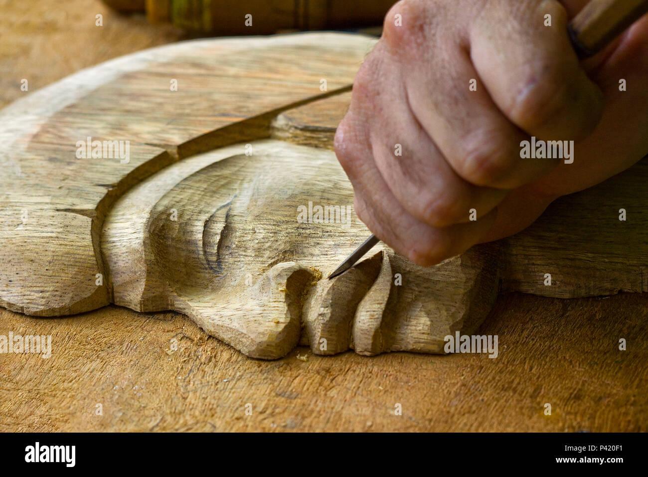 Embú das artes-SP Arte em Madeira Escultor Entalhador artísta madeira trabalho artesanal com madeira - Stock Image