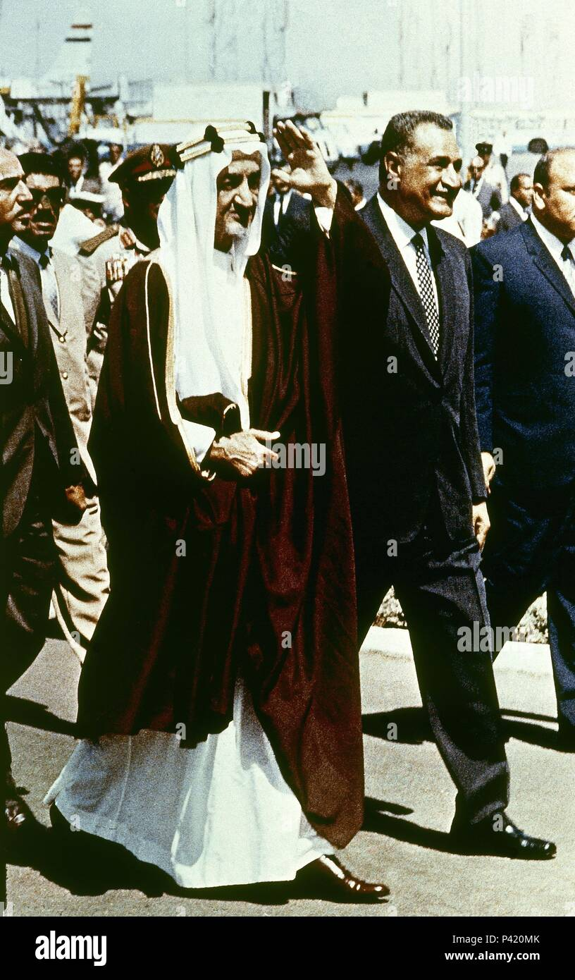 GAMAL ABDEL NASSER CON FAYSAL DE ARABIA. - Stock Image