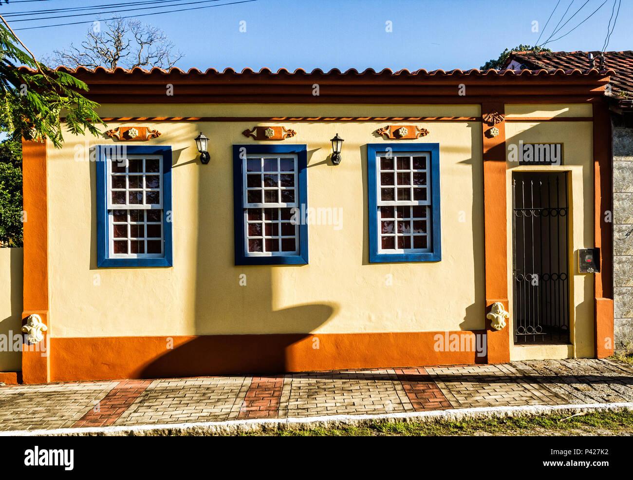Detalhe de fachada de casa colonial na Enseada do Brito. Palhoça, Santa Catarina, Brasil. Stock Photo