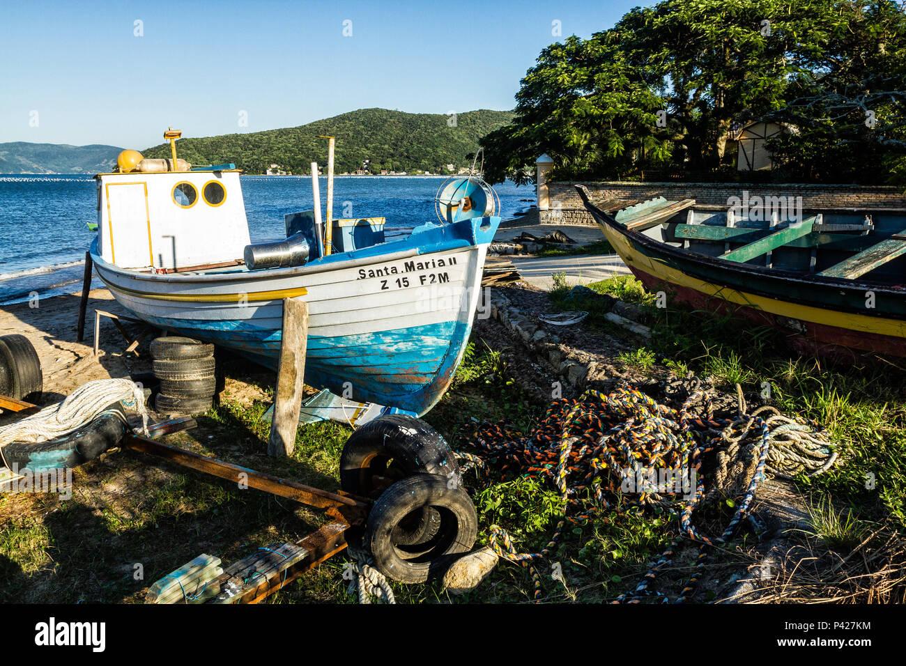 Barcos atracados na Enseada do Brito. Palhoça, Santa Catarina, Brasil. Stock Photo