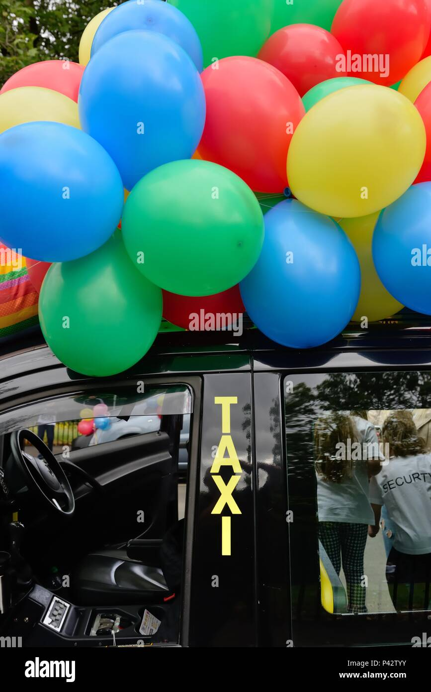 Glasgow, Scotland, UK. 20th, June, 2018. Taxis were decorated with balloons at the annual Taxi run taking disabled children on a day trip to Troon in Ayrshire. Stock Photo