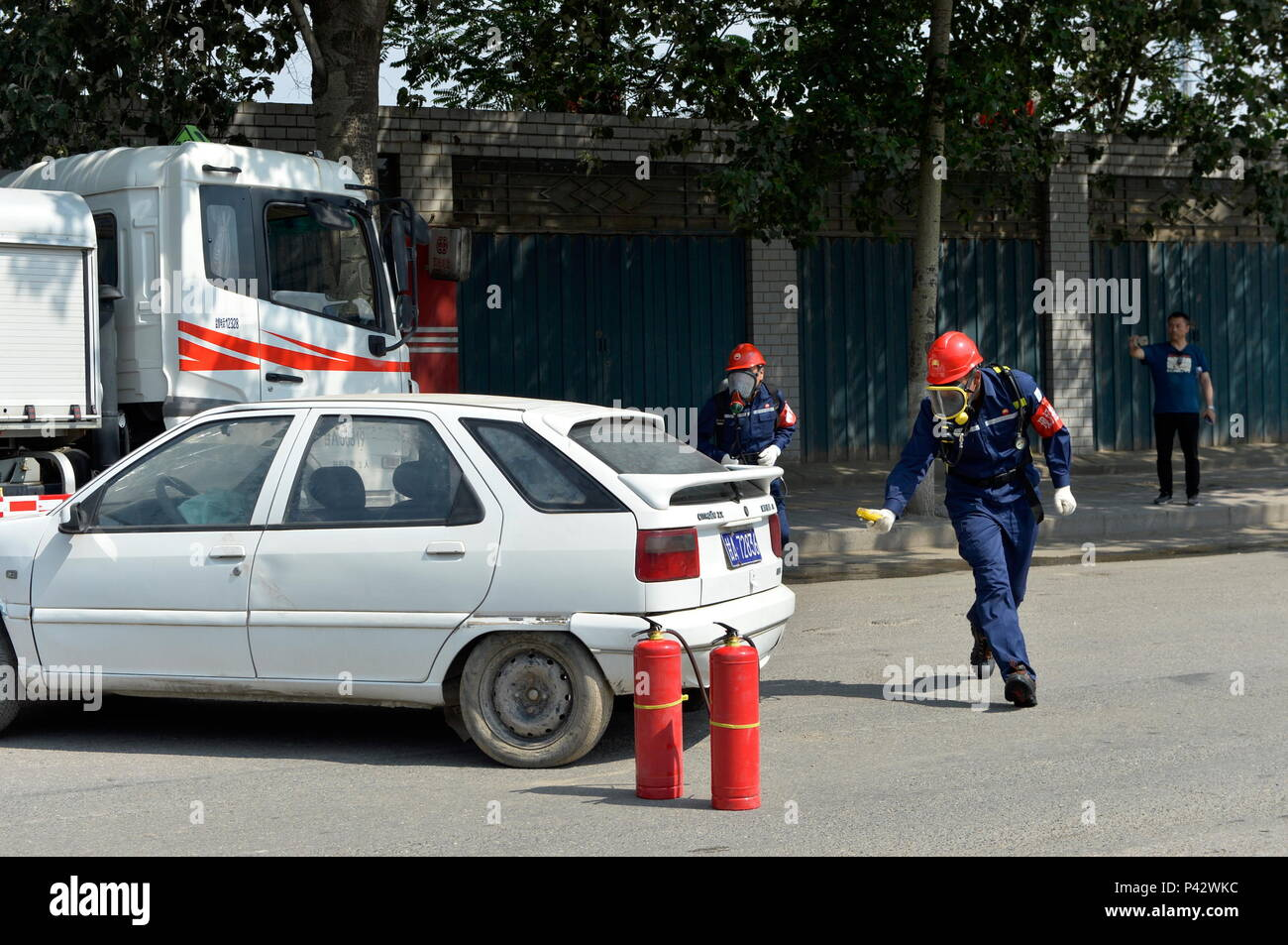 Lanzhou, China's Gansu Province. 20th June, 2018. Staff members participate in a drill that deals with emergencies in the transportation of inflammable liquids in Lanzhou, northwest China's Gansu Province, June 20, 2018. Credit: Li Xiao/Xinhua/Alamy Live News - Stock Image