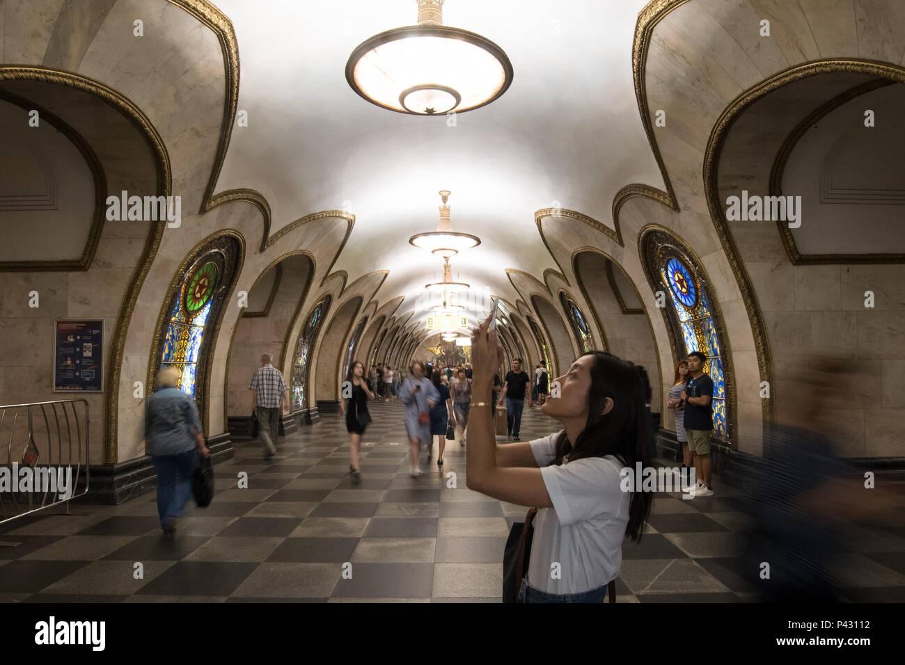 Moscow, Russia. 18th June, 2018. People walk around the Novoslobodskaya metro station. Credit: Federico Gambarini/dpa/Alamy Live News - Stock Image