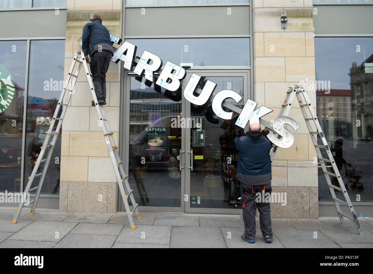 Dresden, Germany. 08th Jan, 2018. The lettering of a 'Starbucks' coffee shop is being atatched to a facade. Credit: Sebastian Kahnert/dpa-Zentralbild/dpa/Alamy Live News - Stock Image