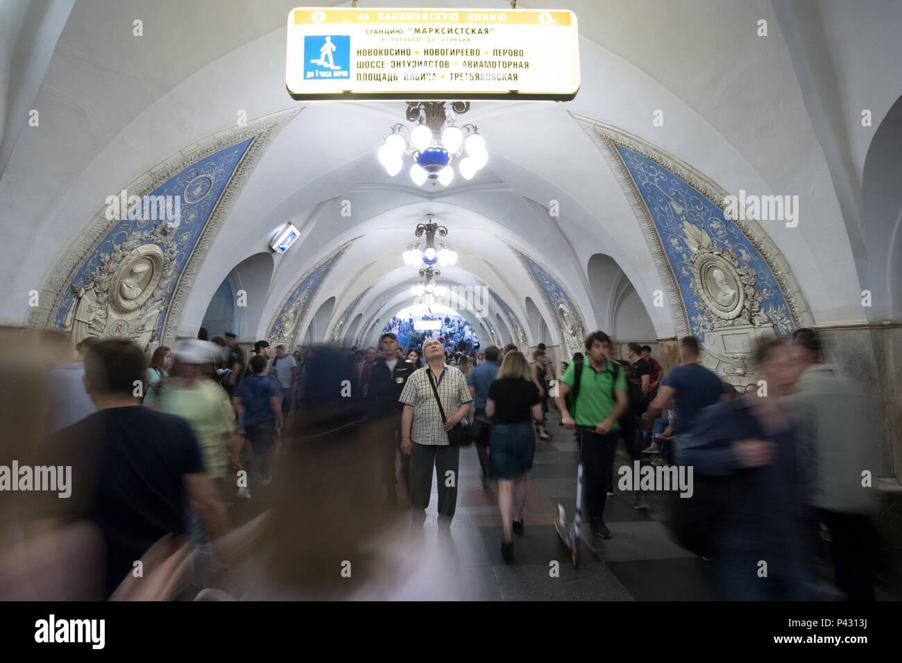 Moscow, Russia. 18th June, 2018. People walk around the Taganskaya metro station. Credit: Federico Gambarini/dpa/Alamy Live News - Stock Image
