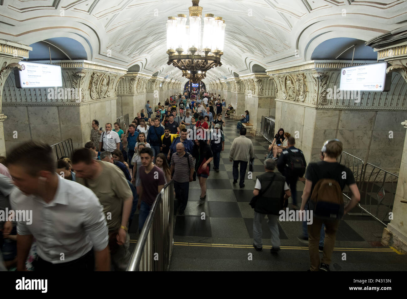 Moscow, Russia. 18th June, 2018. People walk around the Prospekt Mira metro station. Credit: Federico Gambarini/dpa/Alamy Live News - Stock Image