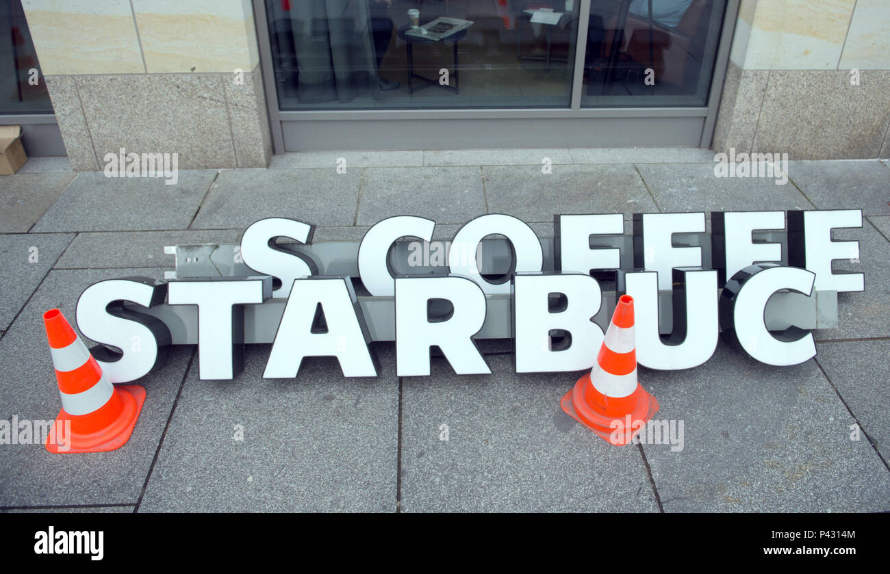 Dresden, Germany. 08th Jan, 2018. The lettering of a 'Starbucks' coffee shop lies on the ground after being removed from a facade. Credit: Sebastian Kahnert/dpa-Zentralbild/dpa/Alamy Live News - Stock Image